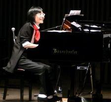 杉並公会堂ピアノを笑顔でv.JPG